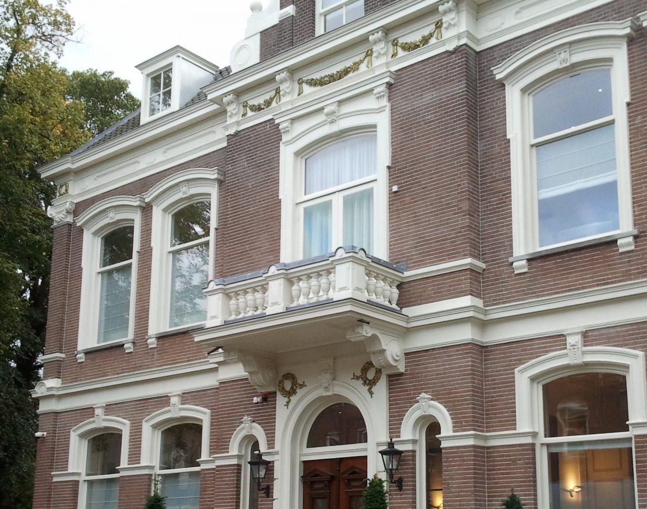 restaureren verbouwen uitbreiden kantoor villa inrichting kantoorvilla
